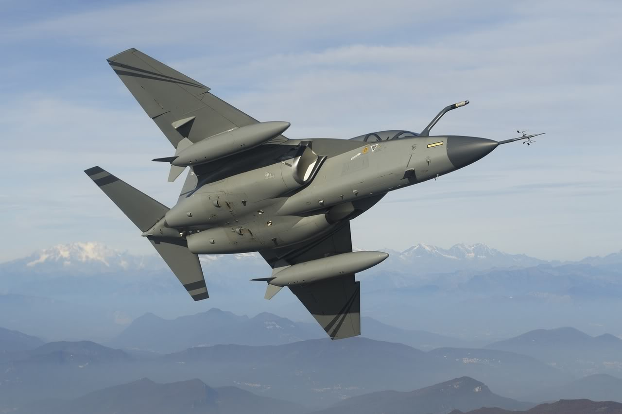 The Aviationist » The new M-346 advanced jet trainer in Republic ...