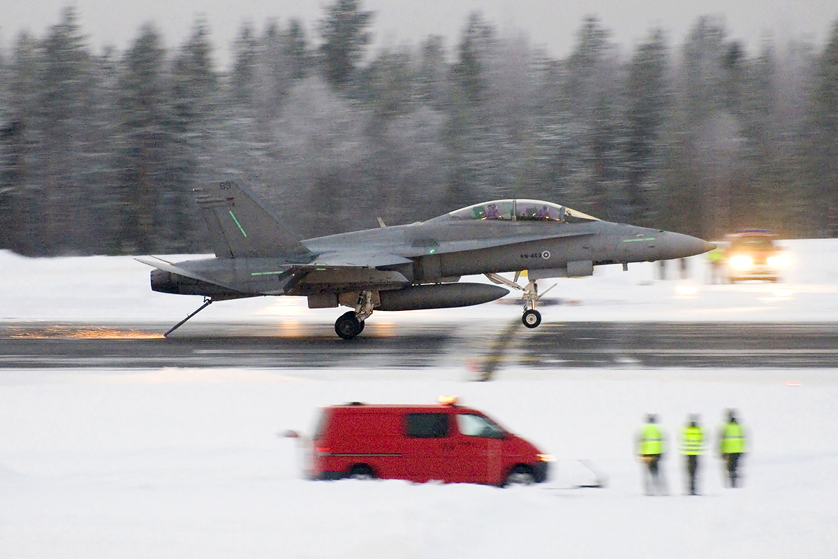 The Aviationist Tailhook F18 Jet Engine Diagram Photo Hornet Catching Wires On Arctic Circle