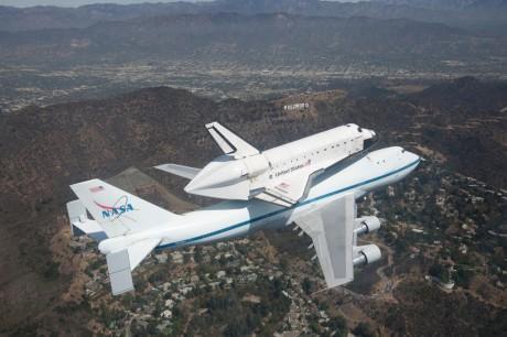 Poslední let raketoplánu Endeavour do muzea (2012) EN