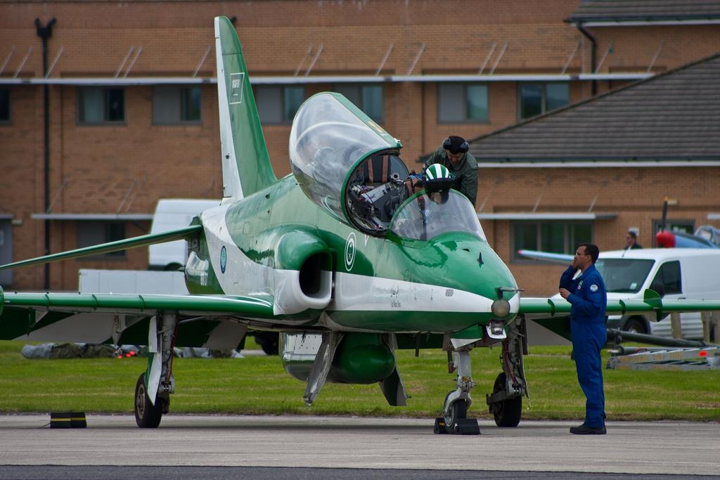 الموسوعه الفوغترافيه لصور القوات الجويه الملكيه السعوديه ( rsaf ) - صفحة 4 Saudi-Hawks-4
