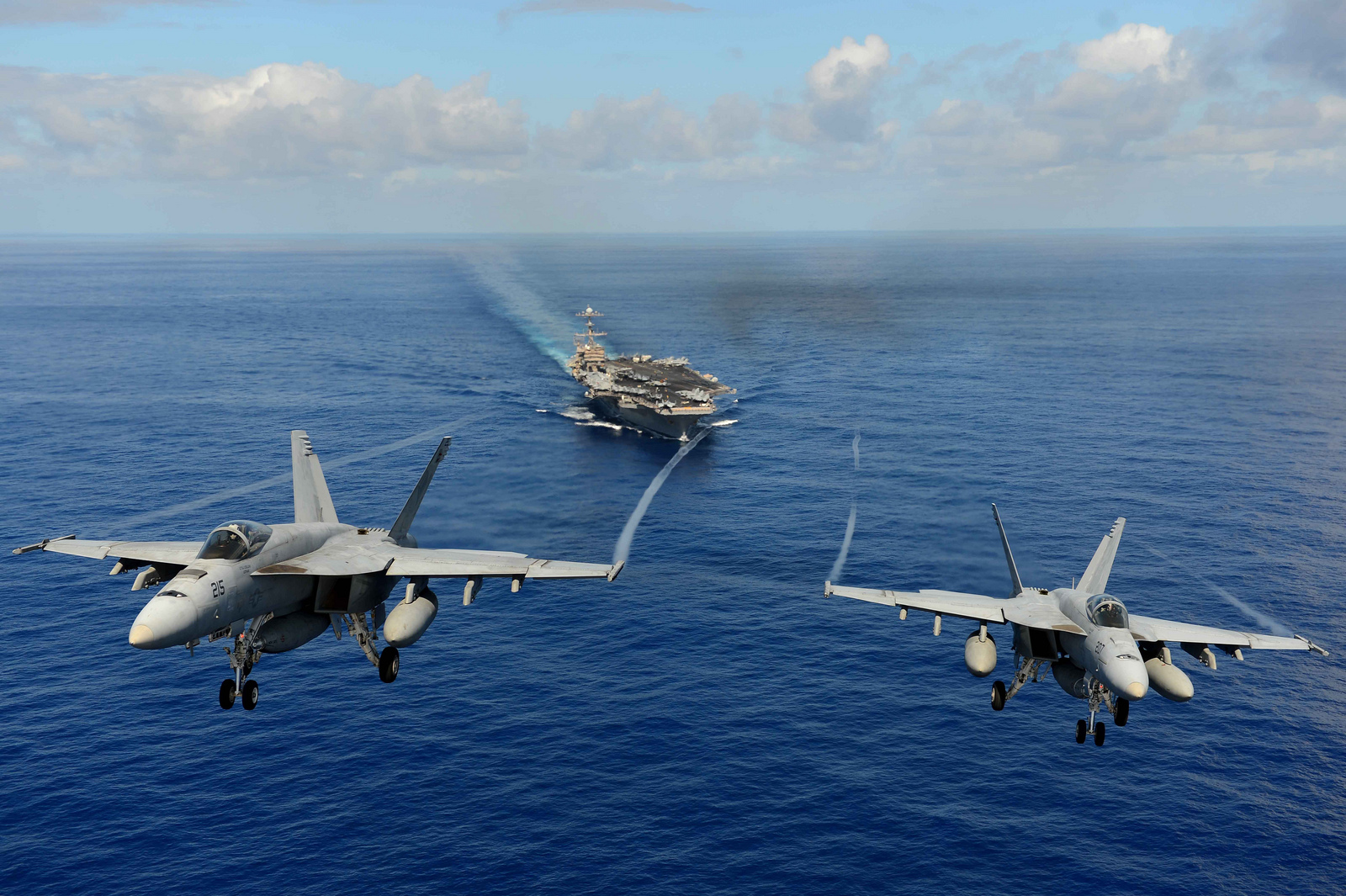 http://theaviationist.com/wp-content/uploads/2013/04/F-18E-VFA-14.jpg