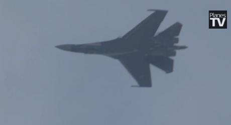 忘了f22和f35吧,真正的超机动战斗机是俄国的苏35