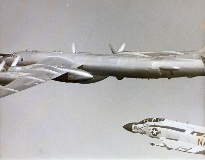 F-4 Tu-95 1