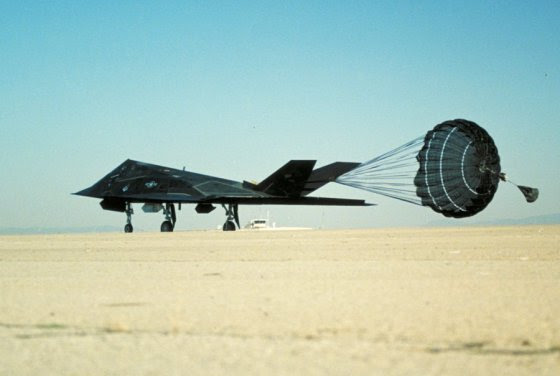 http://theaviationist.com/2014/01/20/f-117-black-chute/