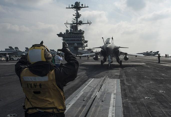 Rafale y Super Hornet intercambian portaviones en ejercicios Rafale-truman-3-685x470
