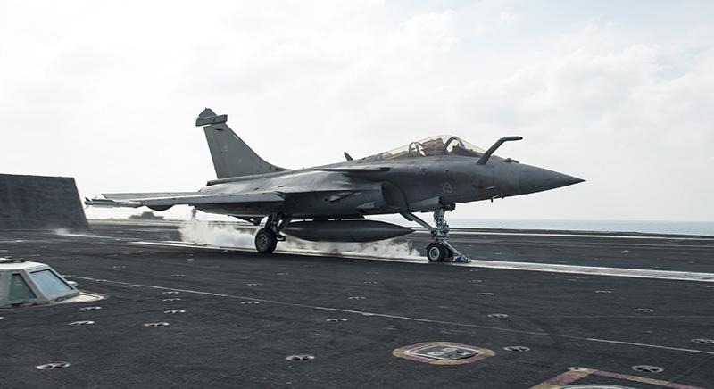 Rafale y Super Hornet intercambian portaviones en ejercicios Rafale-truman
