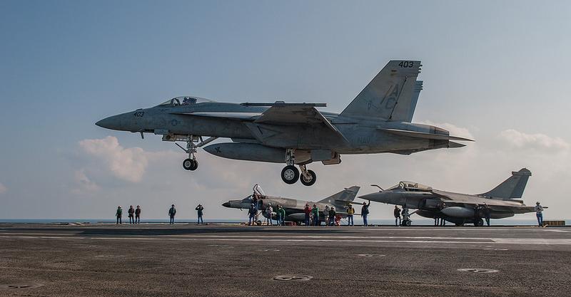 Rafale y Super Hornet intercambian portaviones en ejercicios Super-Hornet-CGG