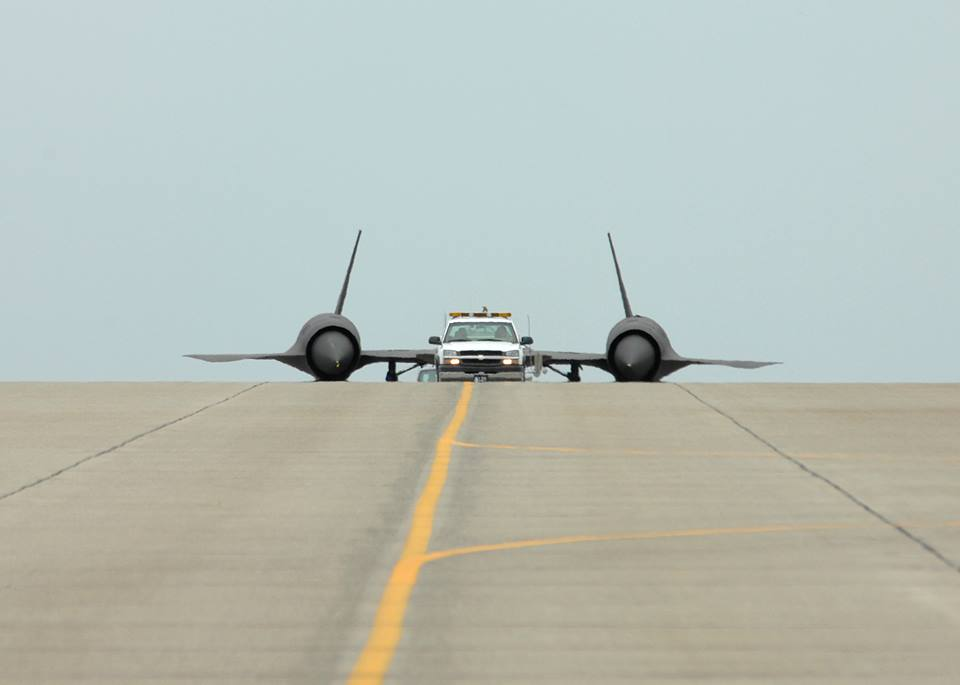 Humour aéronautique - Page 5 SR-71-weird