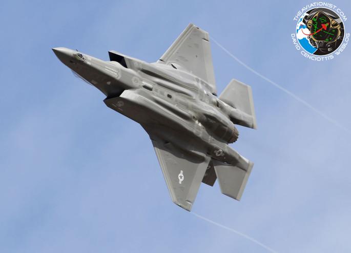 F-35B turn