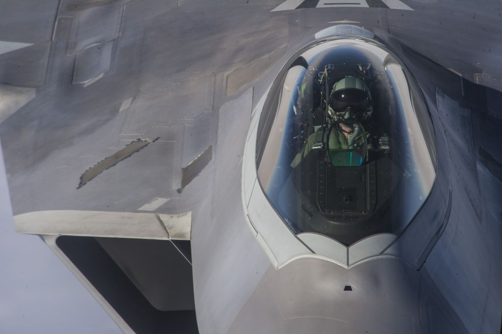 air force f 22 fighter jet with These May Be The Only F 22s Achilles Heels In A Dogfight Against 4th Gen Fighter Jets on Bae Systems Describes Ew Capabilities further Kazakh Air And Air Defence Forces Su 27s furthermore Photos Day F 35s Helmet Mounted Display System moreover Pak Fa  D0 BF D0 B0 D0 BA  D1 84 D0 B0 T 50 Close Photos also F22.