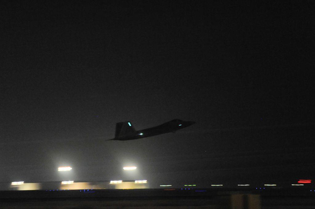 F-22-takeoff-at-night.jpg