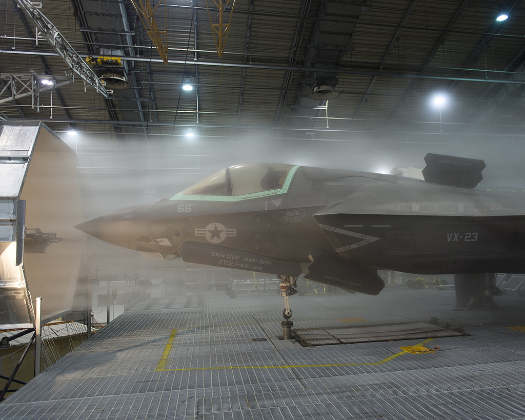 the aviationist amazing shots of a frozen f 35 lightning. Black Bedroom Furniture Sets. Home Design Ideas