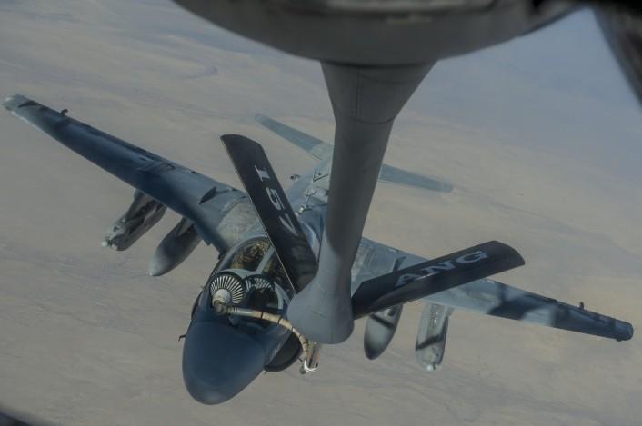 Grumman A-6 Intruder y EA-6B Prowler EA-6B-refuel-boomer-view-706x469