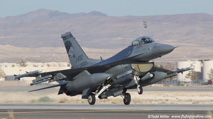F-16 Lobos landing