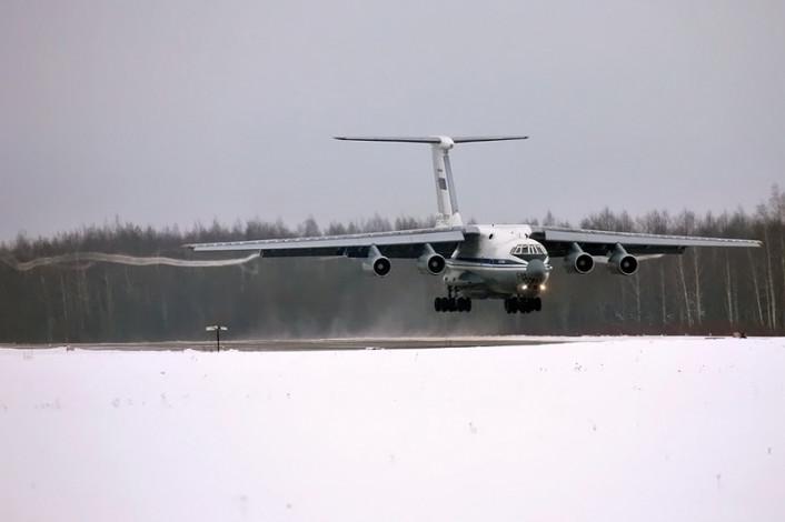 Il-76 landing