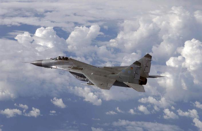 المقاتله العريقه Mig-29 Fulcrum  Mig-29-GAF-air-to-air-706x460
