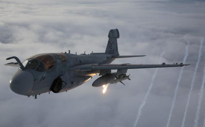 Grumman A-6 Intruder y EA-6B Prowler Prowler-flares-2-706x437