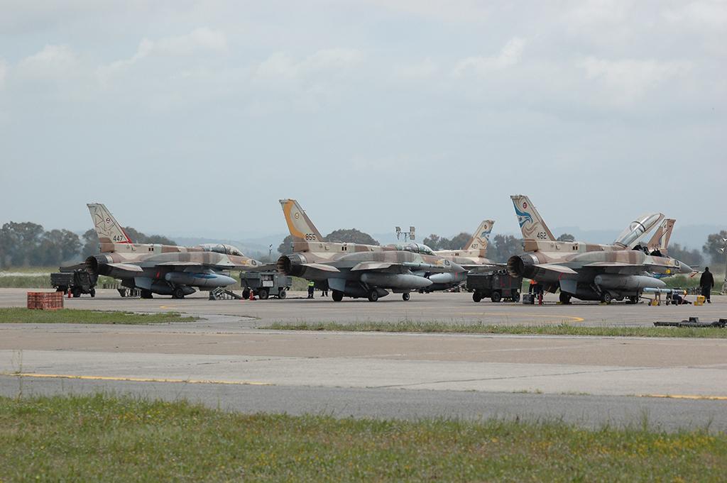 Fuerzas de Defensa de Israel ( צְבָא הַהֲגָנָה לְיִשְׂרָאֵל, Tsva Hahagana LeYisrael) - Página 26 F-16I-in-Greece