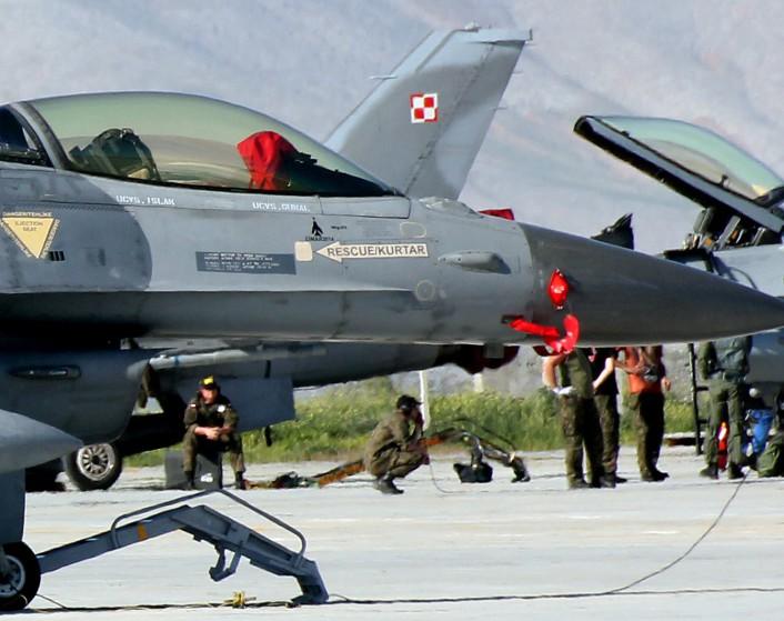 Mig kill TuAF F-16 close up