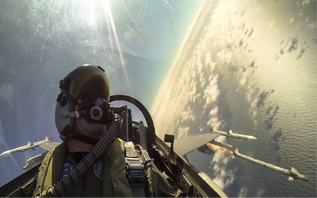 selfie F-16 firing in turn