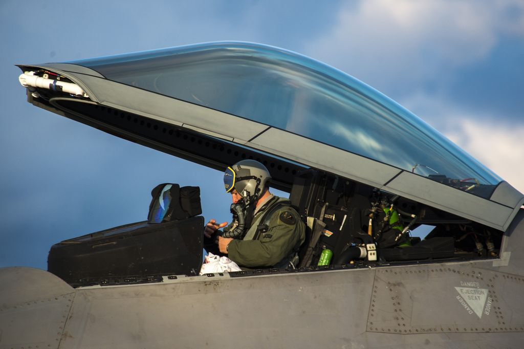 The Aviationist » In pictures, F-22A stealth fighters ... Usaf Fighter Pilot F 22