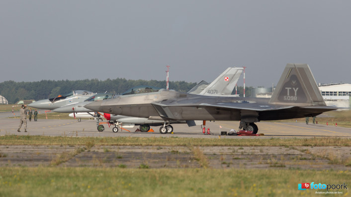 F-22s in Poland_08