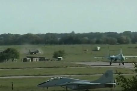 Mig-29 skid off runway