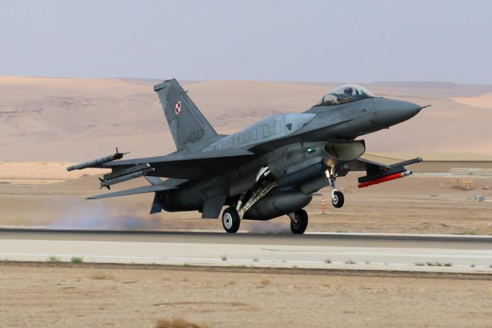 Polish Air Force F-16 landing