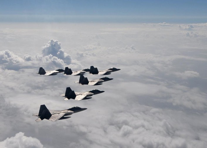 F-22 formation 2
