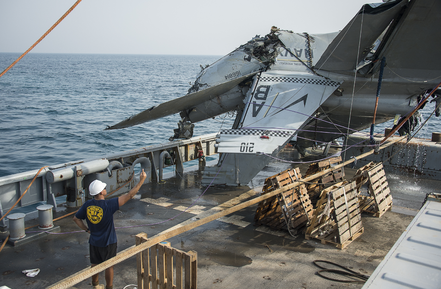 The Aviationist Engine Failure F18 Jet Diagram Heres Why Us Navy Recovered This F A 18f Super Hornet Wreckage From Sea