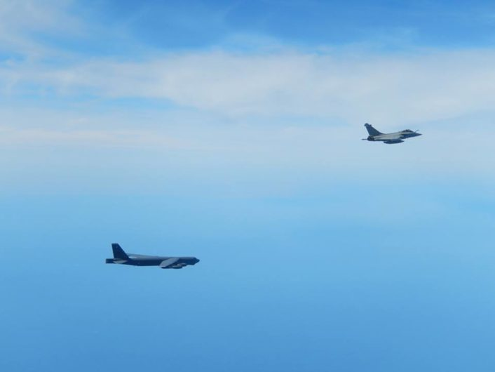 B-52 escorted by Rafale 2