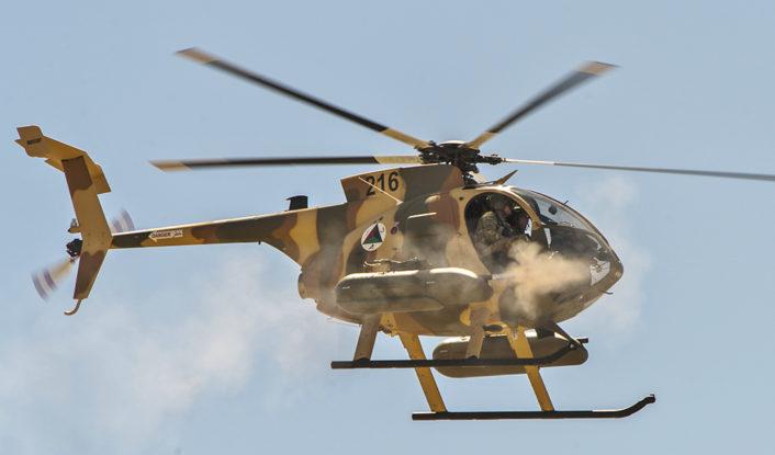 Aviones turbohelices COIN siguen vigentes en los teatros de operaciones modernos? - Página 3 Afghan_Air_Force_MD-530F_helicopter_fires_machine_guns-706x415