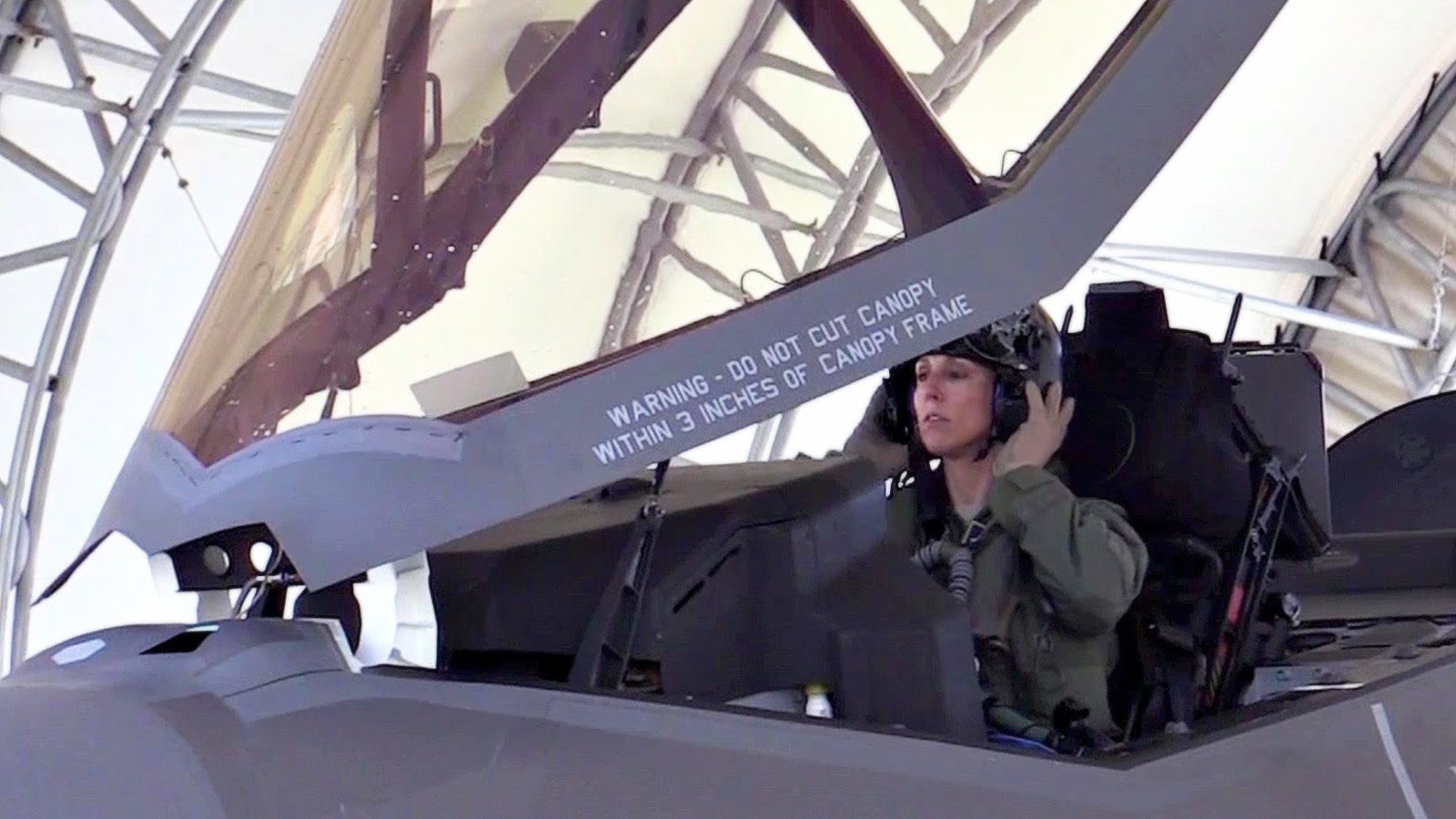 https://theaviationist.com/wp-content/uploads/2017/03/F-35-female-pilot-2.jpg