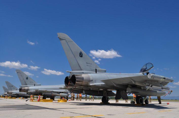 يوروفايتر تايفون ..... افضل ما بناه الاروبيين في العقد الاخير  ItAF-Typhoon-lane-706x469