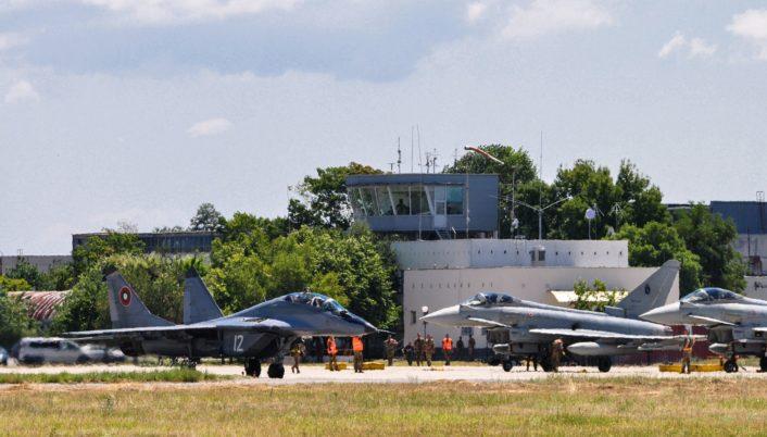 يوروفايتر تايفون ..... افضل ما بناه الاروبيين في العقد الاخير  Local-MiG-29-and-Typhoons-706x402