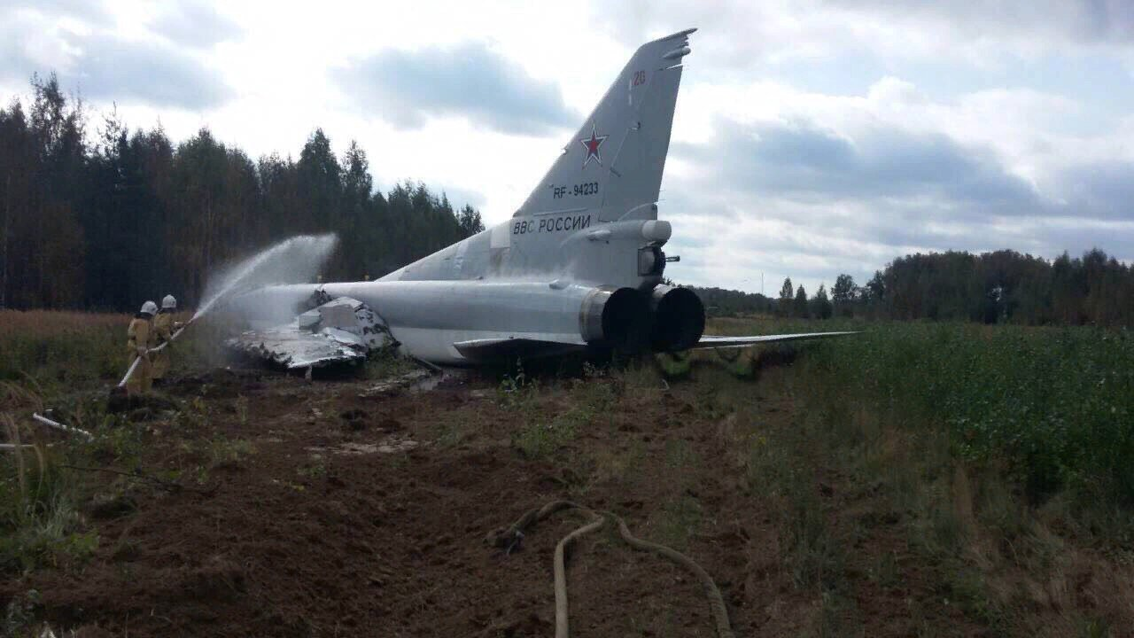 Russian-Made Crash Notification  - Page 8 Tu-22-crash-landing-Zapad