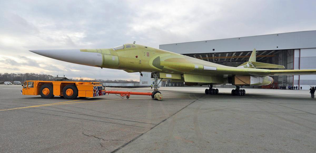 الثالوث النووي: وجهة النظر الروسية TU_160M2_roll-out