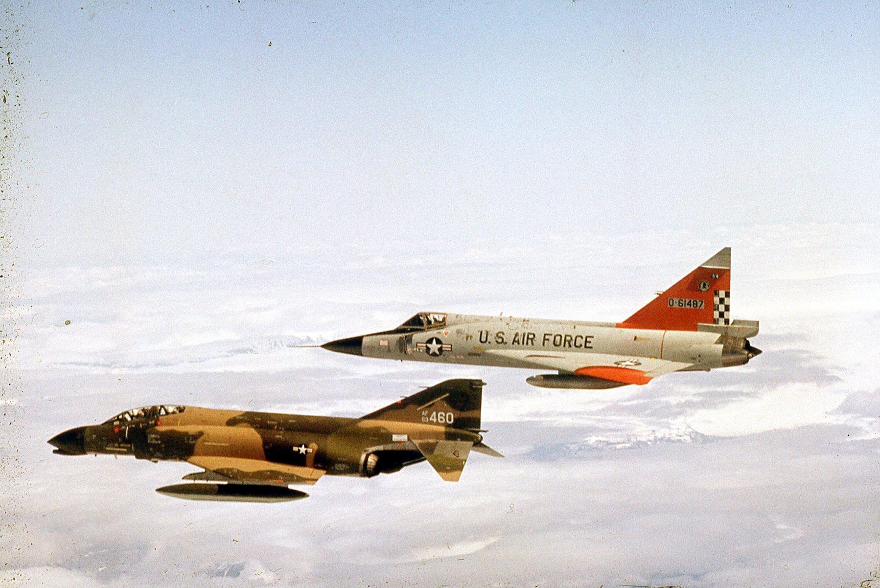 [Imagen: F-4C-F-102.jpg]