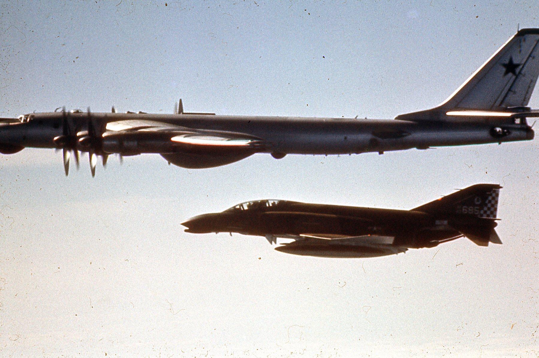 [Imagen: F-4C-Tu-95-1.jpg]